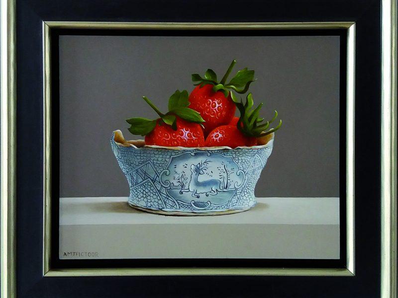 stilleven met aardbeien in boterkuipje