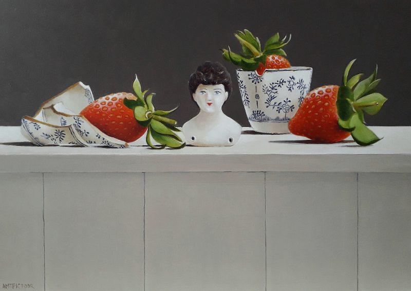 stilleven met porseleinen buste en woeste aardbeien