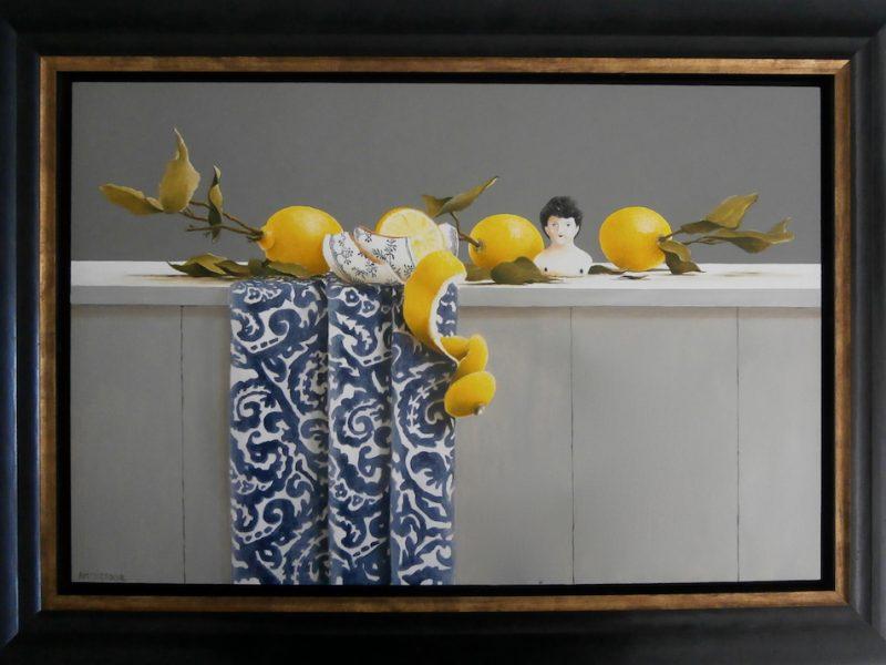 stilleven met porseleinen buste en citroenen
